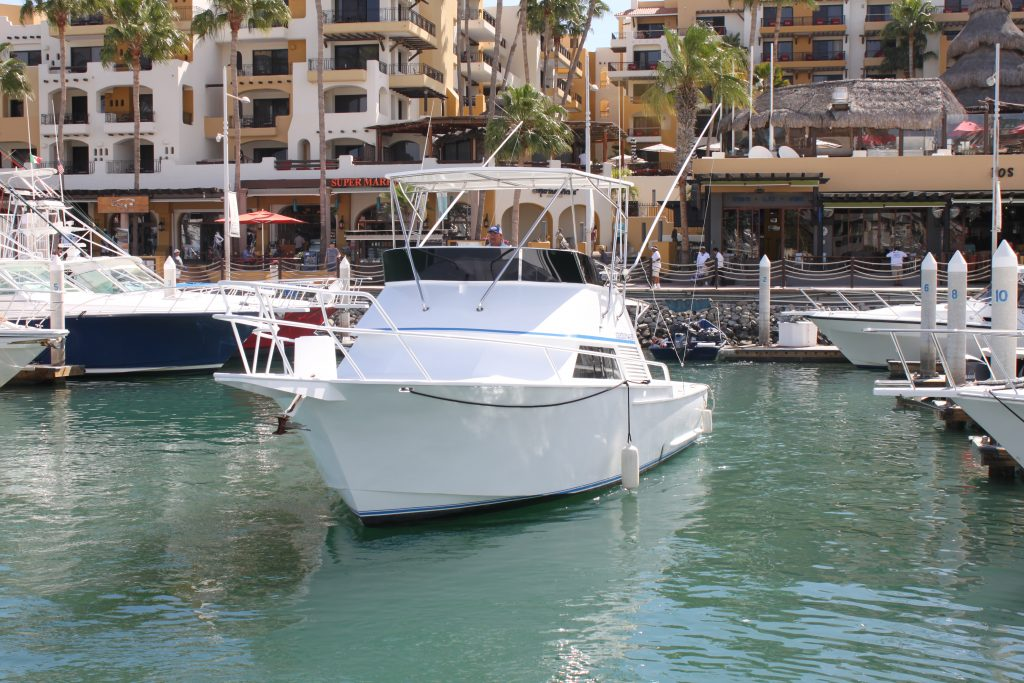 chartered luxury boats in Cabo